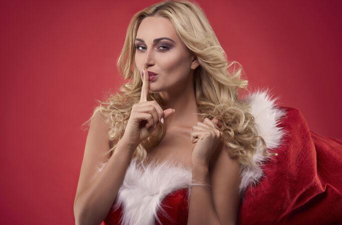 我在圣诞树下给你留了点东西