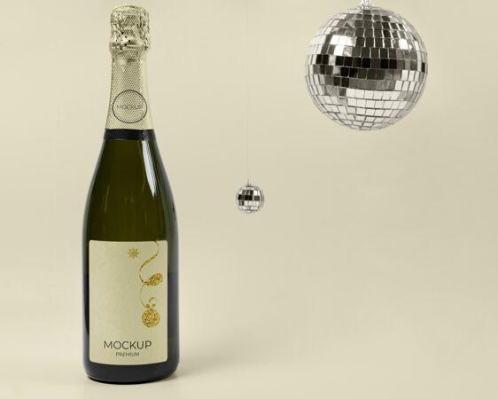 香槟瓶模型和迪斯科舞会